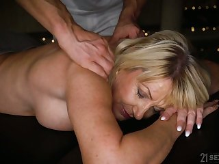 Horny mature Milf Amy is ready be expeditious for massage and wild doggy be captivated by