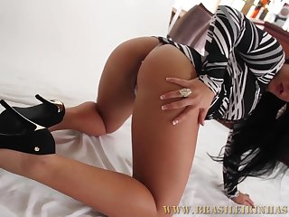 Young thicc Latina slut Rebecca will explanations any cock jizz easily.