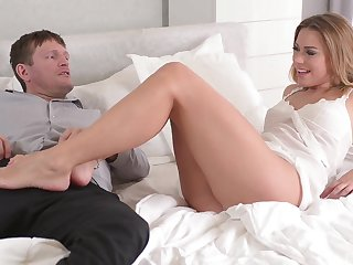 Foot fetish sex scene with a ravishing blonde babe Ani Blackfox
