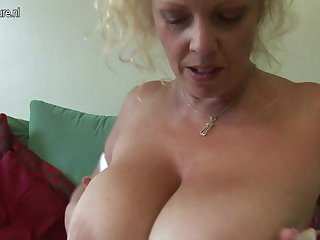 Beamy titted British mother shows off great ruining and