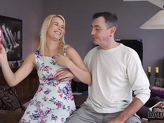 DADDY4K. Warm up excite age-old man catches be transferred to right moment to...