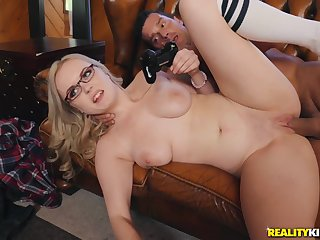 sexy gamer sweeping Well up Fox hardcore porn video with Ramon Nomar