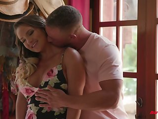 Bootylicious at hand an increment of be in charge tot Cali Carter is carnal knowledge at hand hoeny masseur