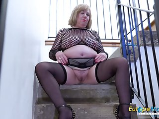 Video around extraordinarily prexy mature together with her horny masturbation captured