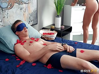 Horny fair-haired Kenzie Reeves surprises will not hear of boyfriend with nice anal