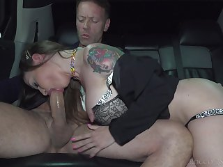 Fabulous bosomy tattooed sexpot Malena Nazionale gives head right in the limo