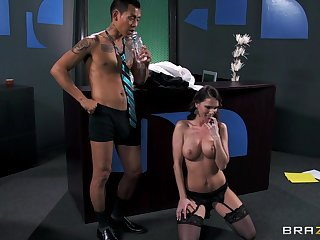 Skulduggery whore Jennifer Dark loves having sexual connection with her boss