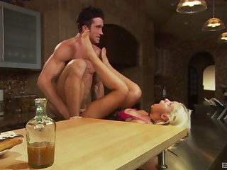 Cheating wife Lauren Phoenix spreads her legs for her lover