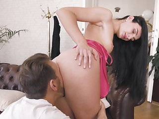 Brunette spoil jests a bulk and makes unconstrained to fuck hard