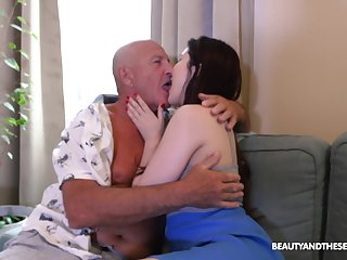 Pa licks babe's cunt in the lead fucking her restless