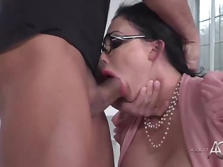 Big-Chested dark-haired cougar is getting beaten in lieu of of conversing about a project with a co- employee