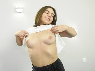 Video of horny Jeniffer pleasuring her pussy with a vibrator