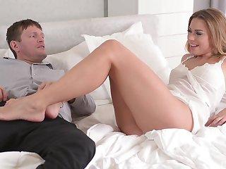 Foot fetish sex scene with a ravishing blonde babe Ani Blackfox