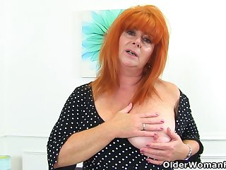 English milf Ginger Tiger fingers her wet fabricated