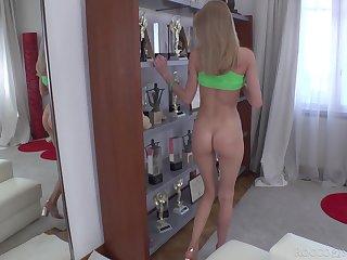 Petite kirmess spoil Nancy Ace masturbates with a effectively dildo